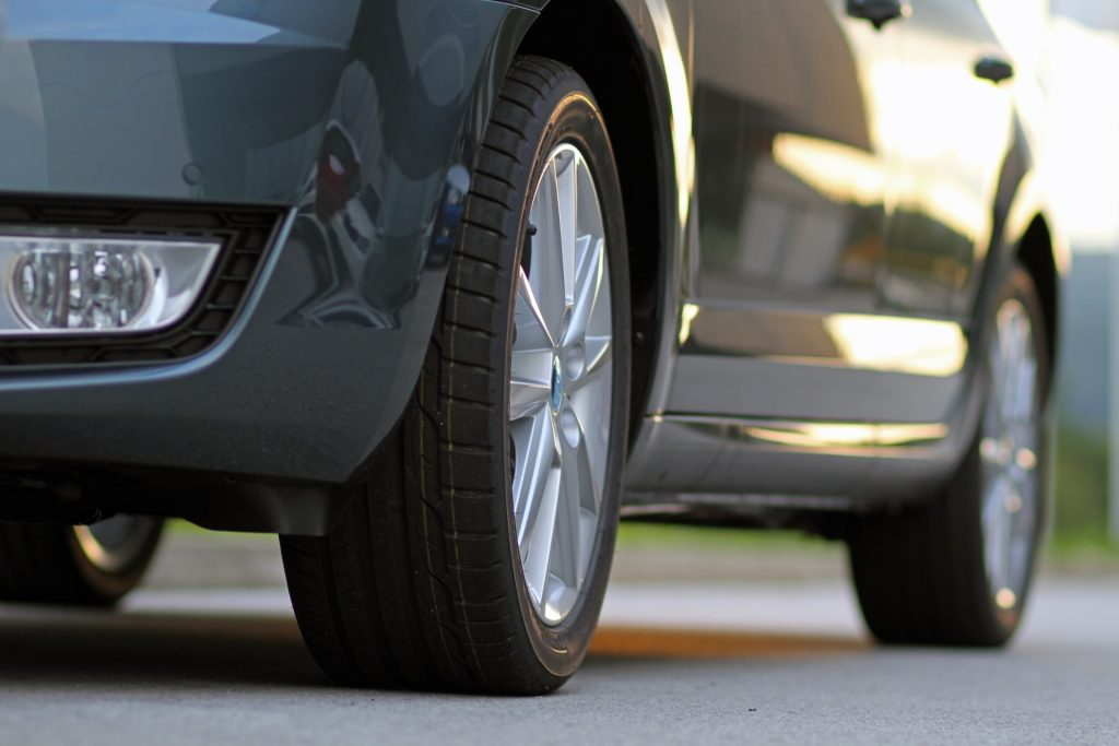Long-lasting tires on new car