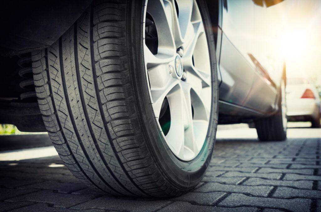SUV with symmetrical tire tread